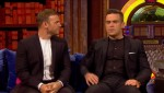 Gary et Robbie interview au Paul O Grady 07-10-2010 C9fc8c101824033