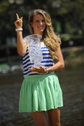 Виктория Азаренко, фото 217. Victoria Azarenka Posing with the Australian Open Trophy along the Yarra River in Melbourne - 29.01.2012, foto 217
