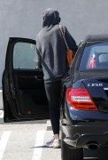 Миша Бартон, фото 10523. Mischa Barton - shopping and at a car wash in California 02/23/12, foto 10523