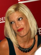 "Tori Spelling @ ""Uncharted Territory"" Signing At Borders Books At Town Center In Las Vegas -August 15th 2010- (HQ X16)"